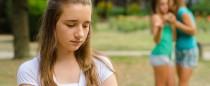Przemoc-rówieśnicza-obgadywanie-dręczenie, dziewczyny nastolatki