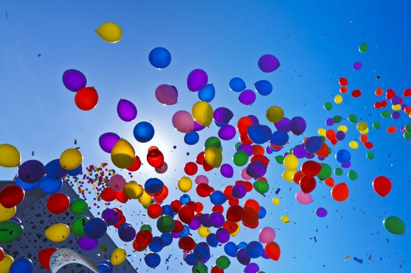 Fundacja Zobacz Jestem otwarcie siedziby i poradni, kolorowe balony