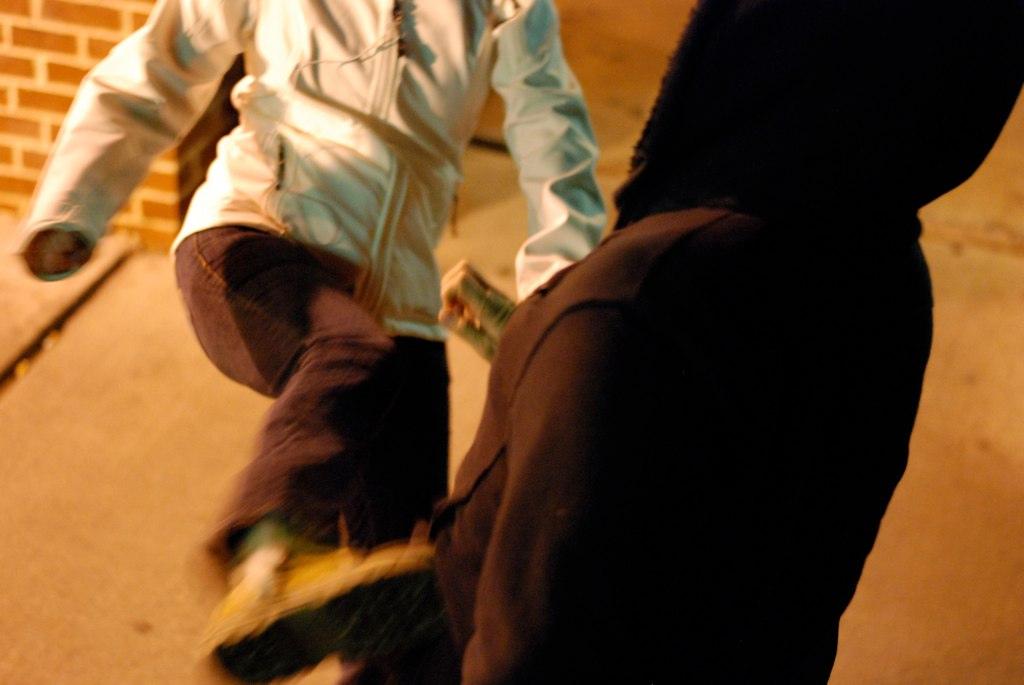 Jak pracować ze sprawcą przemocy rówieśniczej, przemoc, młodzież, dzieci, bójka, kopniaki