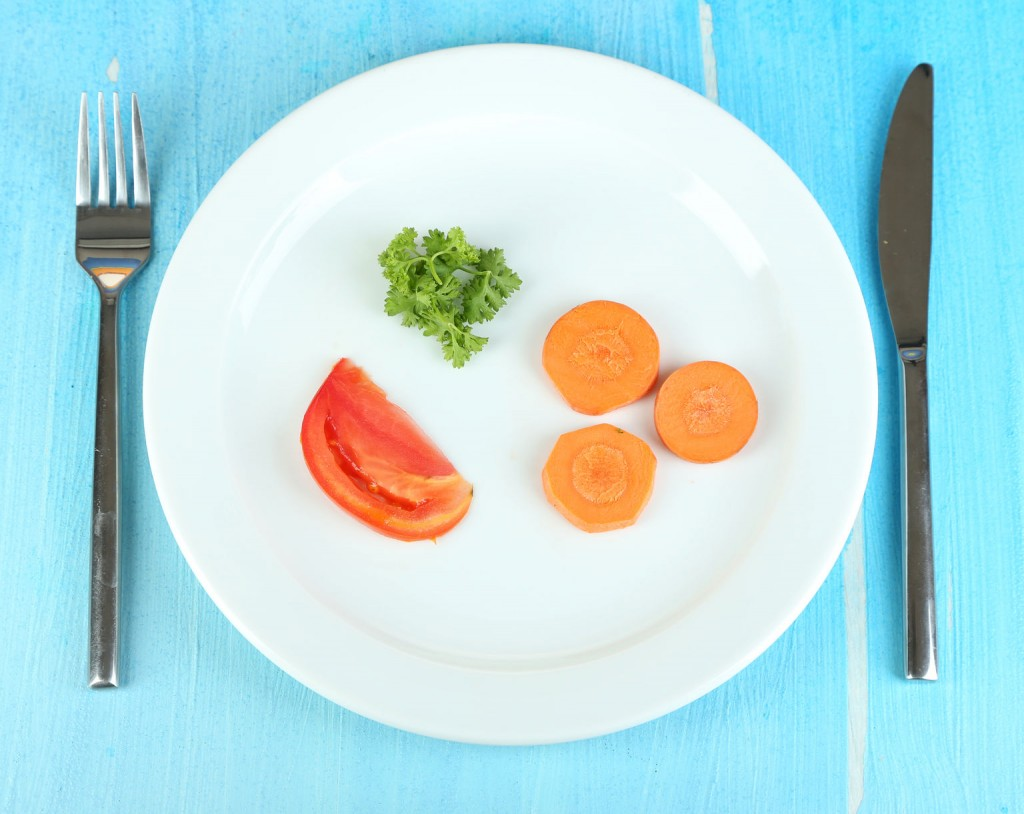 Bezpłatne spotkania Zaburzenia odżywiania u dzieci - anoreksja, bulimia - Fundacja Zobacz... JESTEM, talerzyk z kilkoma warzywami, anoreksja, ortoreksja, bulimia