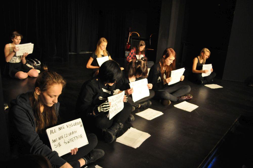 Gramy a nie cpamy, teatr nastolatki, Fundacja Zobacz JESTEM (5)