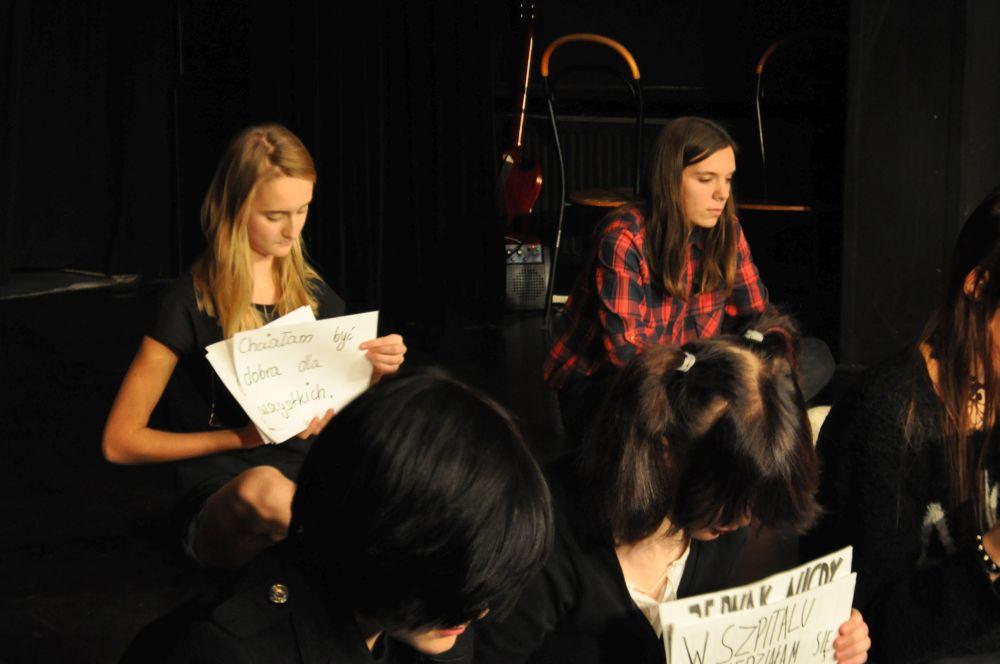 Gramy a nie cpamy, teatr nastolatki, Fundacja Zobacz JESTEM (8)