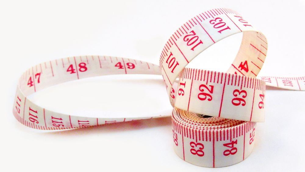 Pomiar masy ciała u dzieci i młodzieży - centymetr